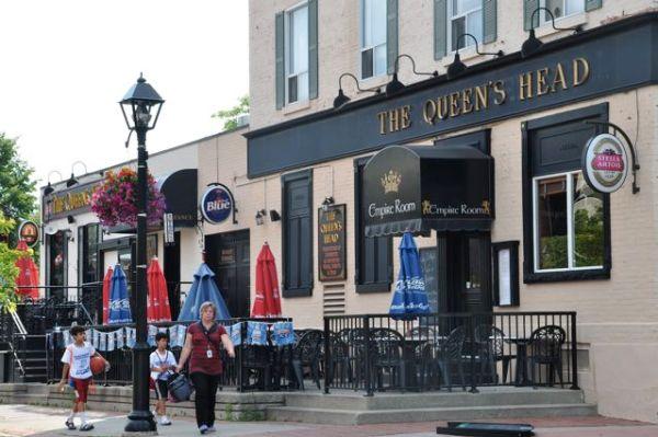 The-Queens-Head-Burlington-Pub