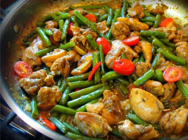 Classic Coconut Curry Chicken with String Beans