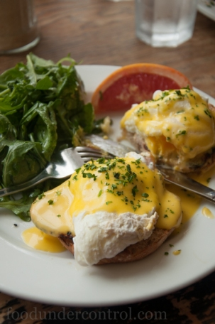 Easy Restaurant Eggs Benedict